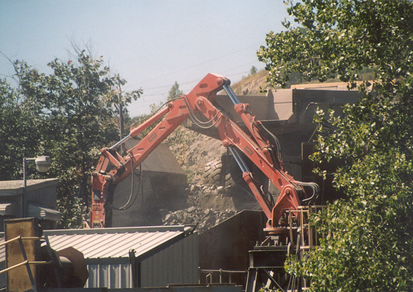 NPK B6500 pedestal boom system with E210A hydraulic hammer-secondary rock breaking 2 (6).jpg