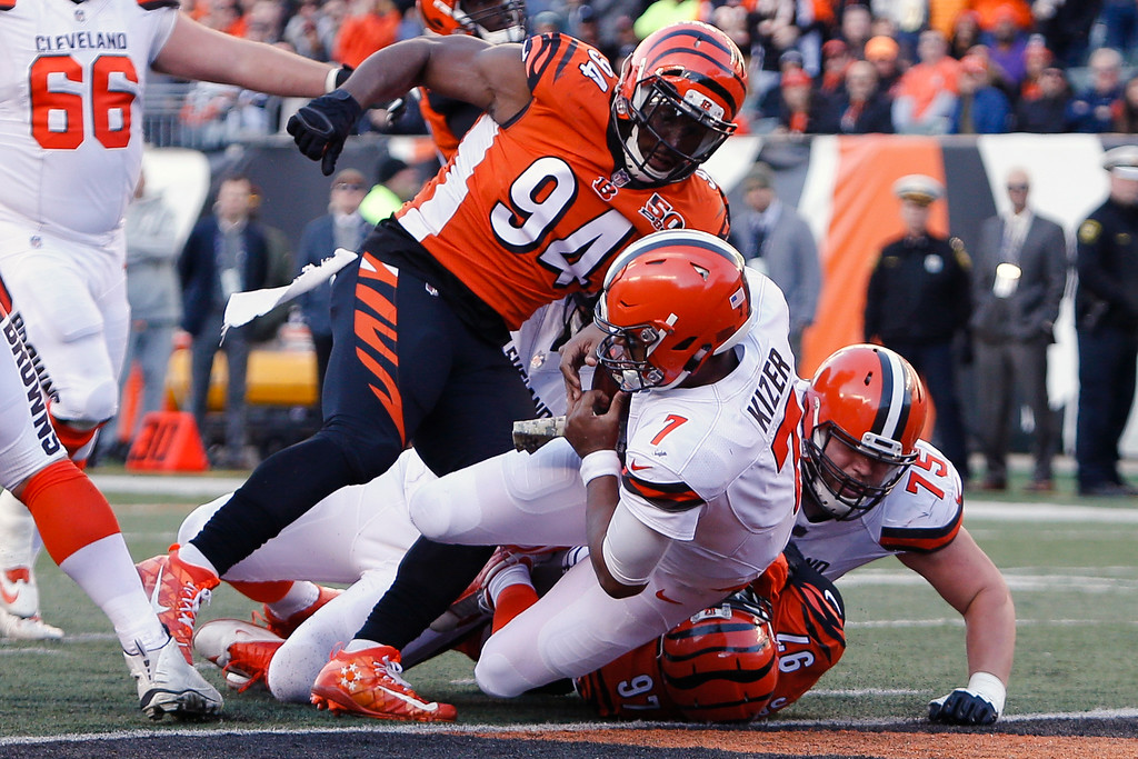 . Cleveland Browns quarterback DeShone Kizer (7) dives in for a touchdown in the second half of an NFL football game against the Cincinnati Bengals, Sunday, Nov. 26, 2017, in Cincinnati. (AP Photo/Frank Victores)