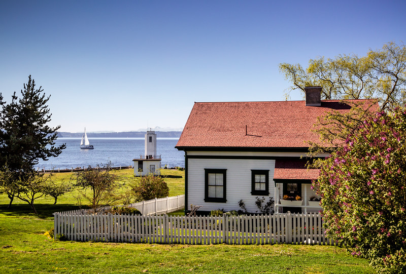 Browns Point Lighthouse.jpg