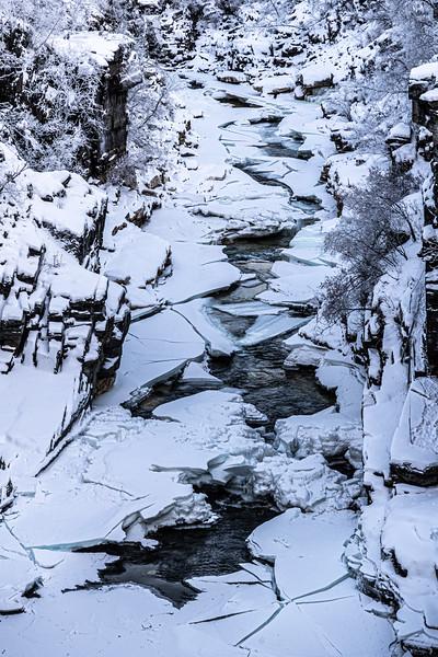 cracked ice Abiskojakka.jpg