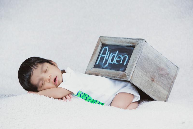 baby-ayden-new-born-portrait_0072.jpg