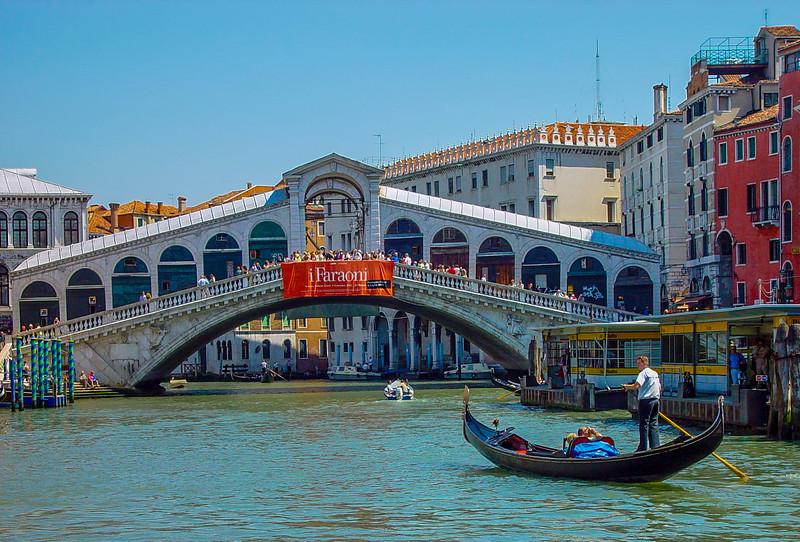 Venice 08 Rialto Bridge.jpg