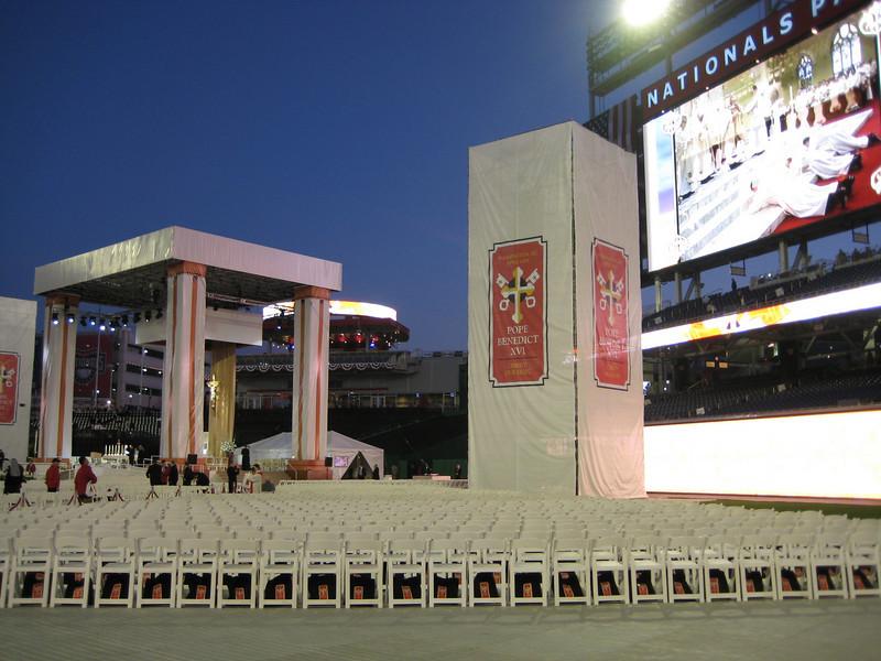 Pope Mass Nats Stadium 4-17-08 002.jpg