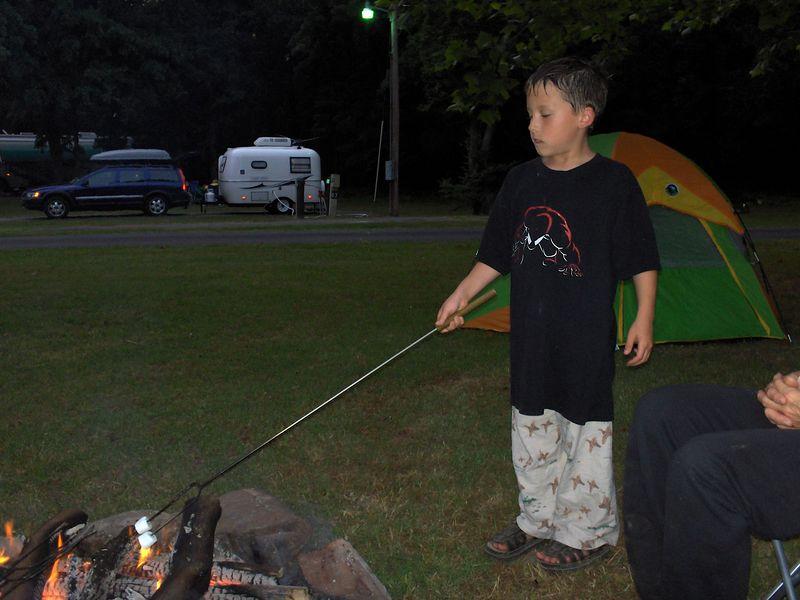 Dalton cooking murshmallow 5-27-05.JPG