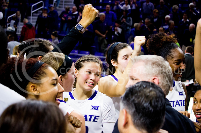 K-State's Women Baskteball team celebertae their 80-68 win over Iowa State on Feb. 11 at Bramlage Coliseum. (Alanud Alanazi | The Collegian)