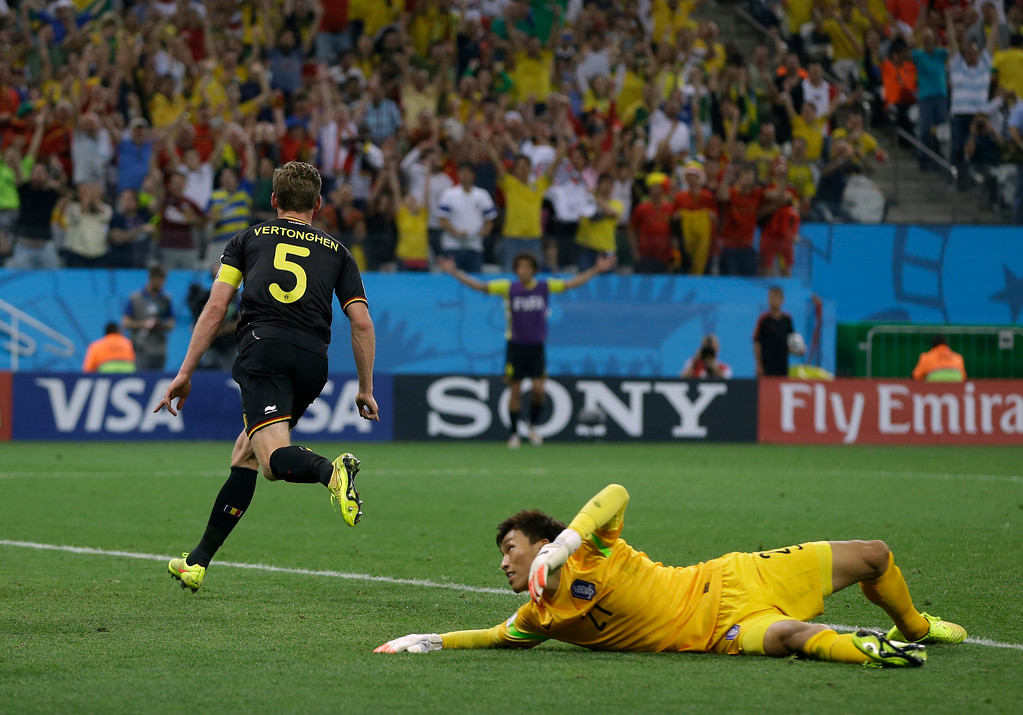 . South Korea\'s goalkeeper Kim Seung-gyu looks back after Belgium\'s Jan Vertonghen scored his side\'s first goal during the group H World Cup soccer match between South Korea and Belgium at the Itaquerao Stadium in Sao Paulo, Brazil, Thursday, June 26, 2014. (AP Photo/Kirsty Wigglesworth)