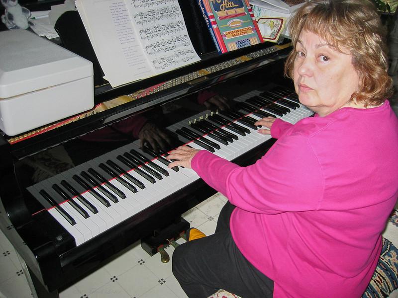 Shirley Lebin, playing piano at the Lebin house, Oct 27 2002.