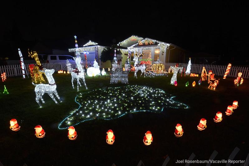 VAC-L-Christmas Displays-1222-013