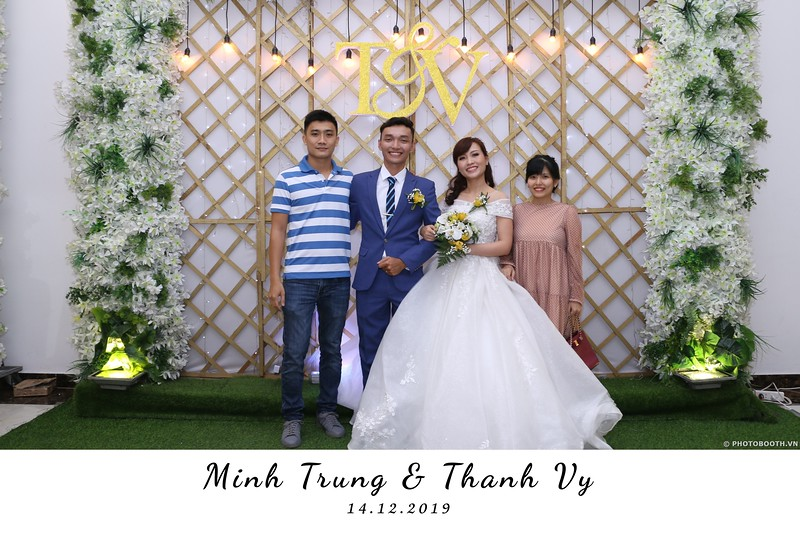 Trung-Vy-wedding-instant-print-photo-booth-Chup-anh-in-hinh-lay-lien-Tiec-cuoi-WefieBox-Photobooth-Vietnam-086.jpg