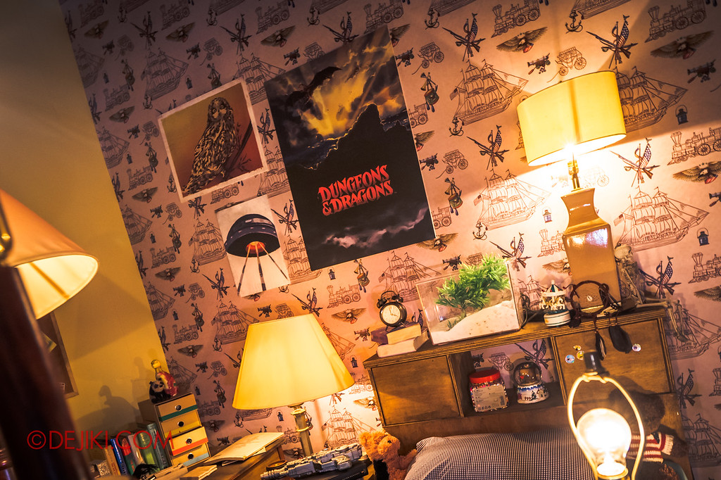 USS Halloween Horror Nights 8 Stranger Things haunted house maze PREVIEW - Will's Bedroom