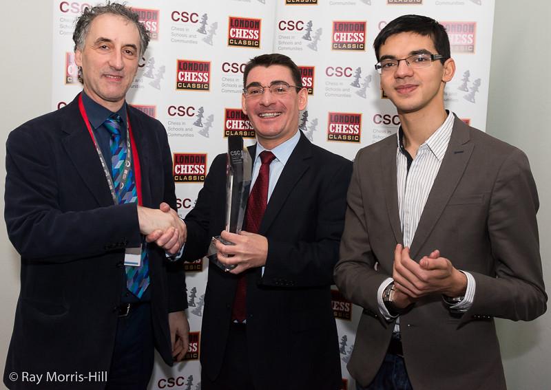 Malcolm Pein congratulates Rajko Vujatovic and Anish Giri on winning the Pro-Biz Cup