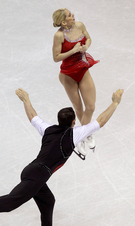. Alexa Scimeca (Top) and Chris Knierim of the U.S. perform their free skating program at the ISU World Figure Skating Championships in London, March 15, 2013.  REUTERS/Fred Thornhill