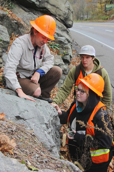 Kutztown University Class Studying Rocks, Hometown Hill, SR309, Tamaqua (10-19-2013)