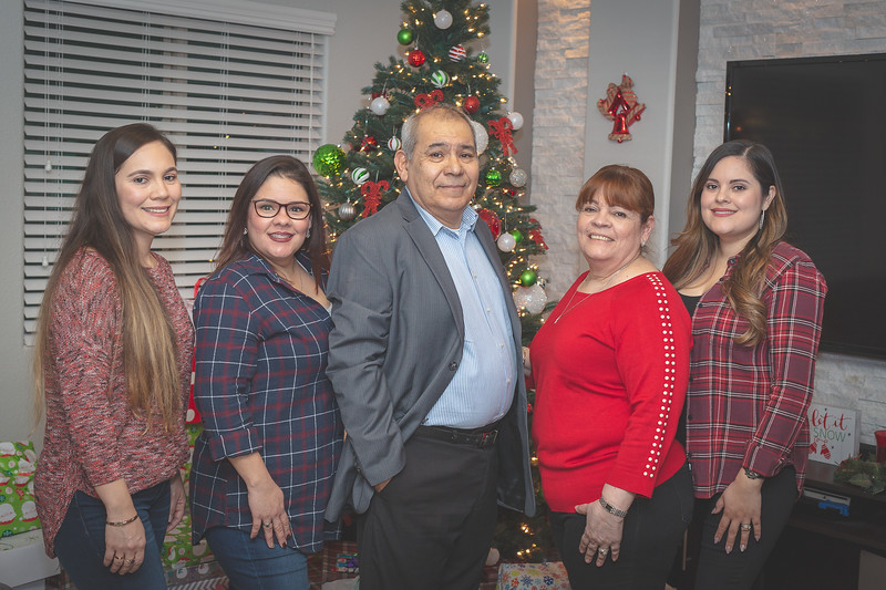 Gonzalez Christmas 2018 (97 of 105).jpg