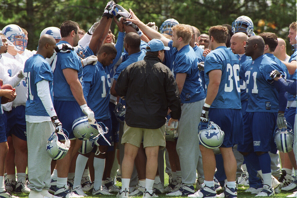 . Detroit Lion new head coach Marty Mornhinweg, center, chats with his players at the end of their  minicamp practice held at the Pontiac Silverdome.