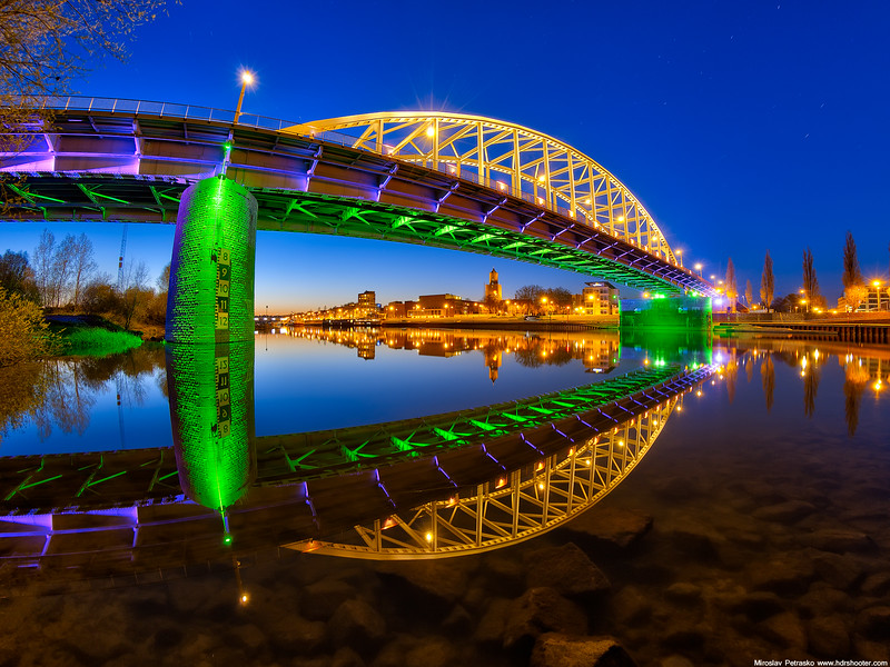 Colors-of-the-John-Frost-bridge-1600x1200.jpg