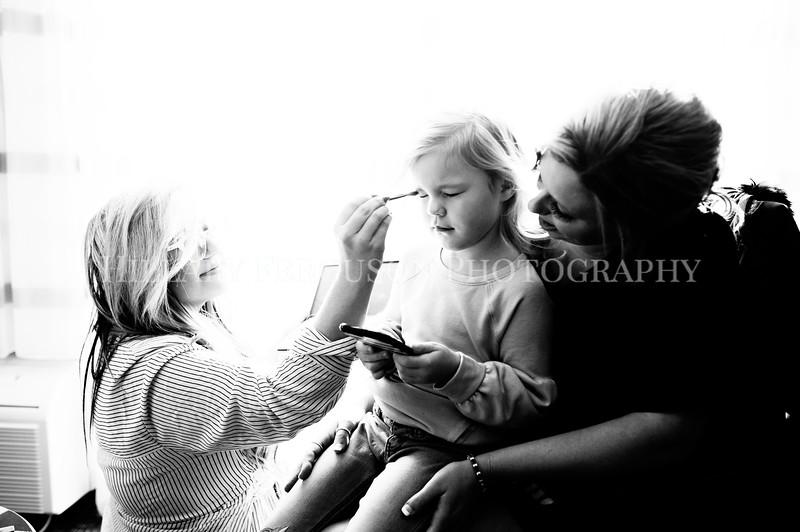 Hillary_Ferguson_Photography_Melinda+Derek_Getting_Ready040.jpg