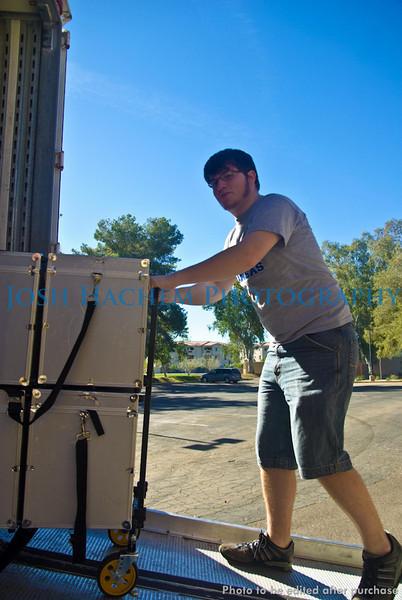12.29.2008 Unloading the Truck (33).jpg