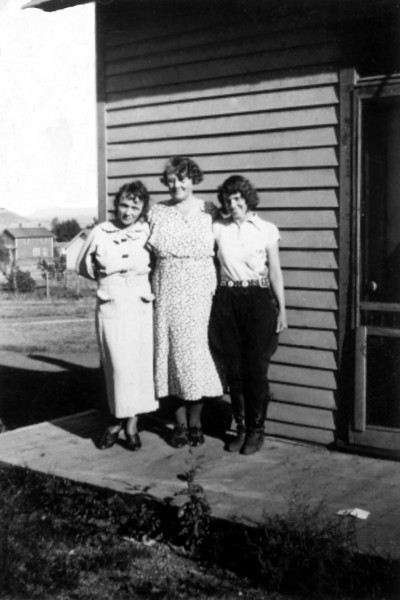 Mom Grandma Laura 1933.jpg