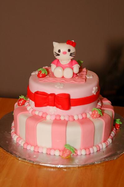 2010.03.27-Hello.Kitty.Cake