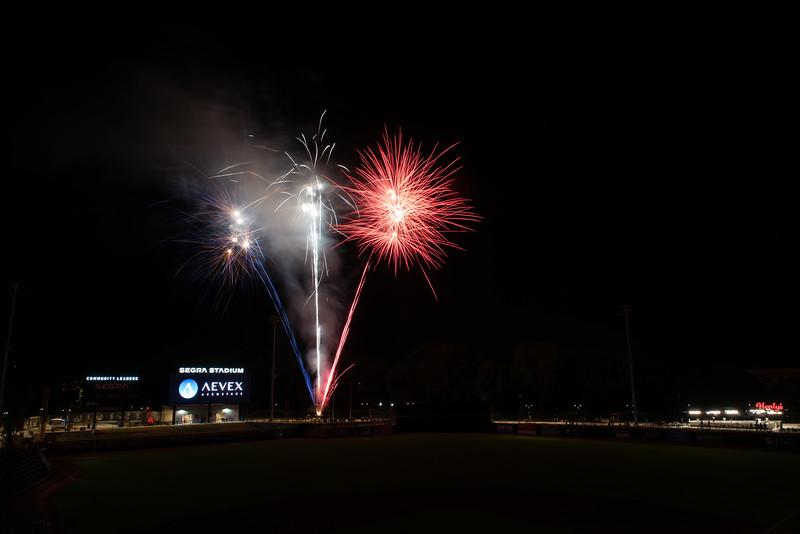 Fireworks_750_0529.jpg