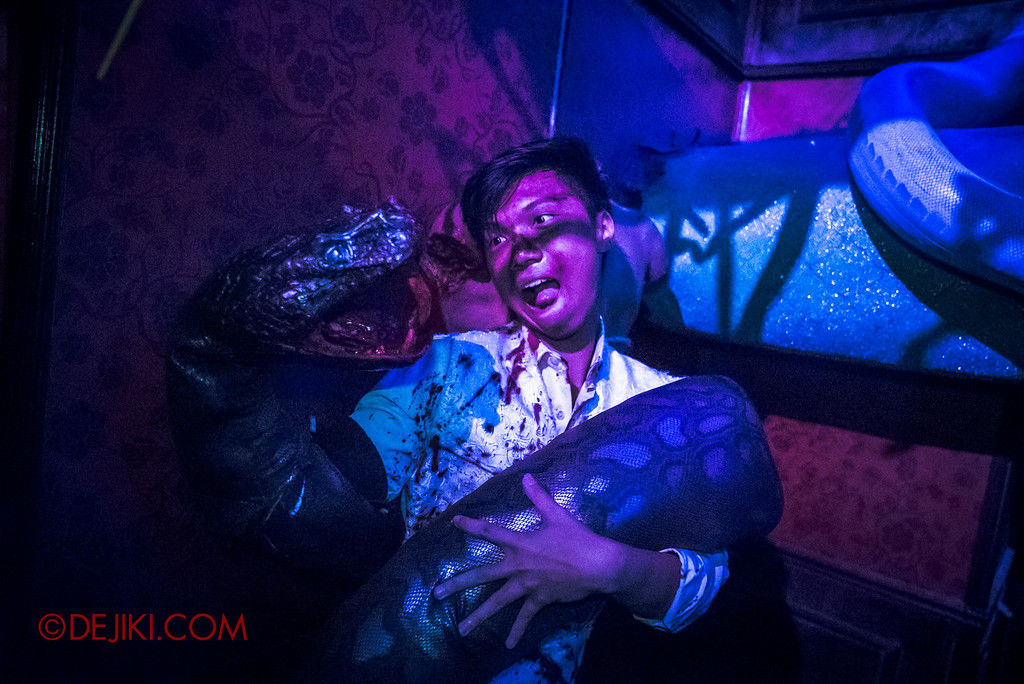 Halloween Horror Nights 6 - Hu Li's Inn / Snake Spirit den victim