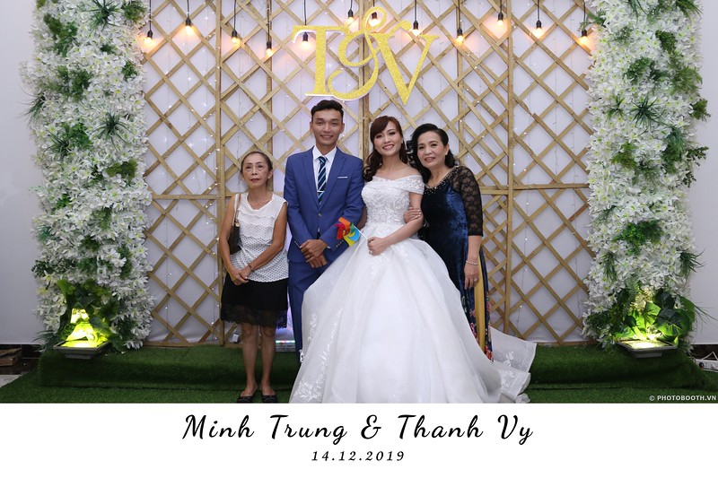 Trung-Vy-wedding-instant-print-photo-booth-Chup-anh-in-hinh-lay-lien-Tiec-cuoi-WefieBox-Photobooth-Vietnam-005.jpg