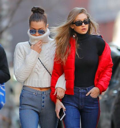 2017-01-29 - Gigi Hadid, Bella Hadid, Yolanda Foster