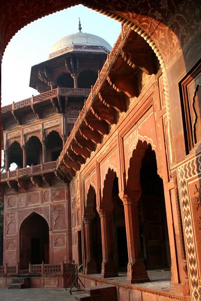 mosque next to the taj mahal