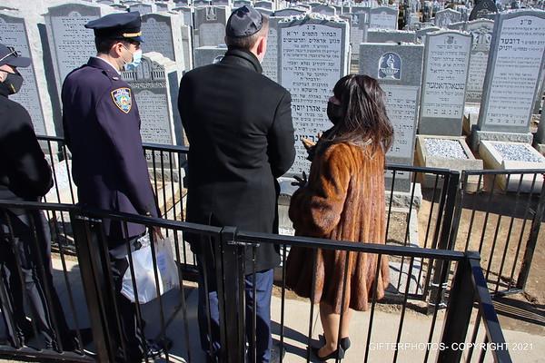 NYPD COMMISSIONER DERMONT SHEA VISITS GRAVESITE OF ARI HALBERSTAM & LUBAVITCH REBBEH