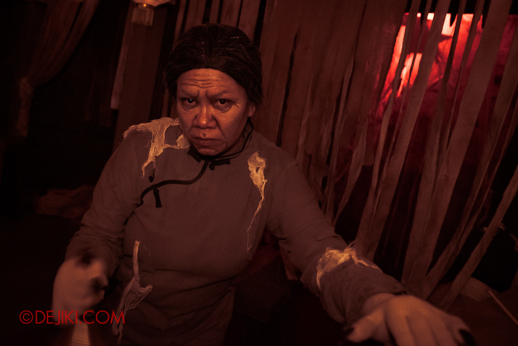 USS HHN8 Pagoda of Peril haunted house – Prayer Hall Aunty Lady