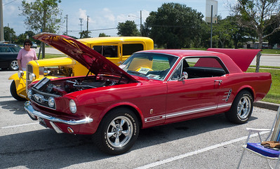 Car Show at Clearwater Quaker Steak & Lube