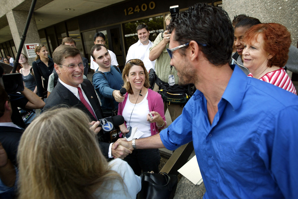 . NORWALK, CA - JULY 29:  Performance artist Trek Kelly (R) introduces himself as a fellow gubernatorial candidate to Republican Bill Simon (L) during Simon\'s trip to the County Clerk office to pick up his nominating papers to challenge Democratic Gov. Gray Davis in the October 7 recall election on July 29, 2003 in Norwalk, California.  Simon was Davis\' opponent in the last gubernatorial election.  (Photo by David McNew/Getty Images)