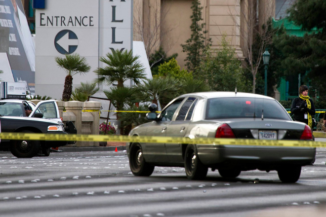. Las Vegas Metro Police investigate a shooting and multi-car accident that left three people dead and three injured on the Las Vegas Strip in the early morning in Las Vegas, Nevada February 21, 2013. REUTERS/Las Vegas Sun/Steve Marcus