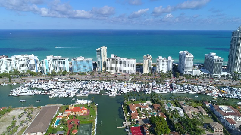 Aerial coverage of the 2018 Miami Beach International Boat Show 4k