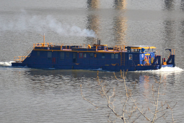 This one had me fooled I thought it was a tug with one on the hip I was suprisef  Grand Erie Canal push boat\11/5/13