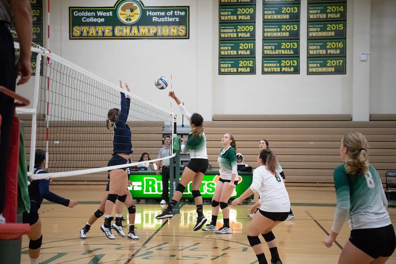 W-Volleyball-2018-10-03-6322.jpg