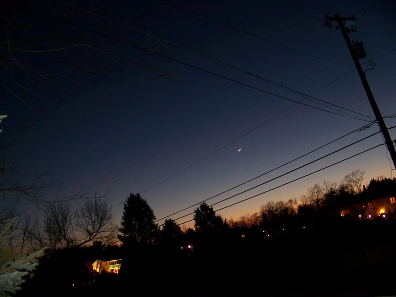 The appearence of the western sky around 6:00 pm on Dec 29, 2008 from Stoltz Rd looking west. The moon and Jupiter are visible.