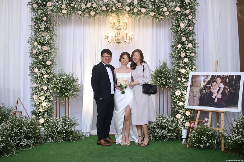 Vy-Cuong-wedding-instant-print-photo-booth-in-Bien-Hoa-Chup-hinh-lay-lien-Tiec-cuoi-tai-Bien-Hoa-WefieBox-Photobooth-Vietnam-096.jpg