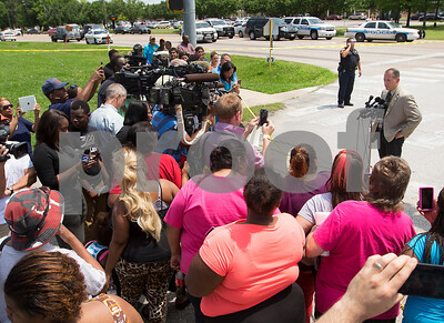 houston-police-chief-do-not-prejudge-deadly-shooting-by-officers