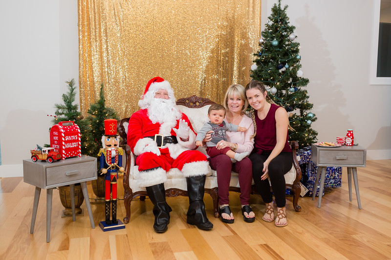 FADS Picture with Santa-267.jpg