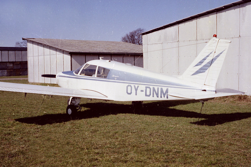 OY-DNM-PiperPA-28-140Cherokee-Private-EKKM-1975-POS1-05-KBVPCollection.jpg