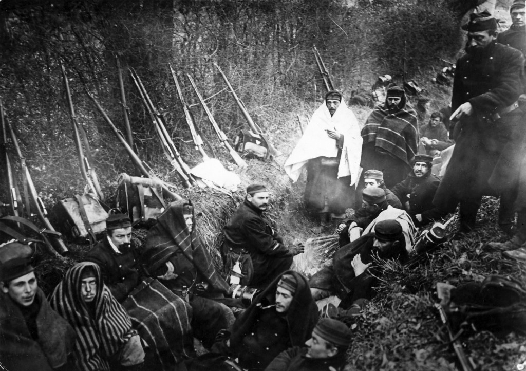 . circa 1916:  Belgian Soldiers in trenches during World War I.  (Photo by Hulton Archive/Getty Images)