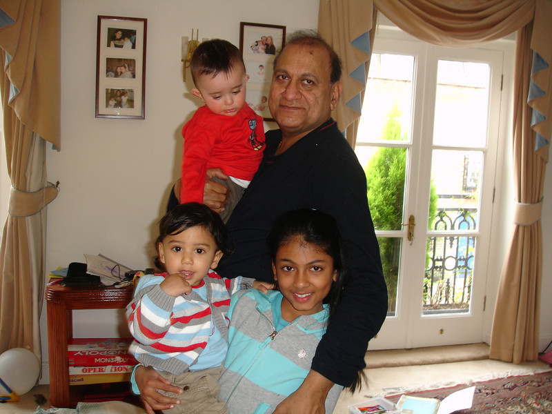 swati and kids in London 2008 137.JPG