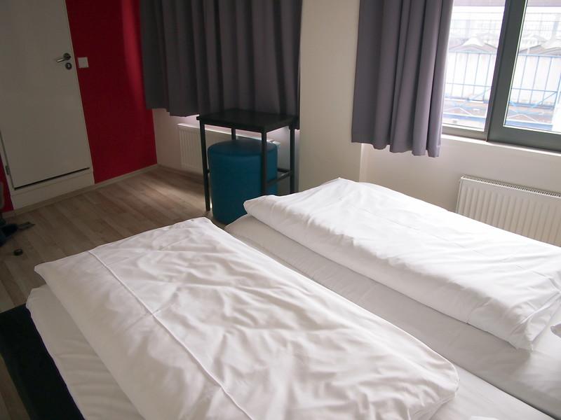 P7043235-double-room.JPG