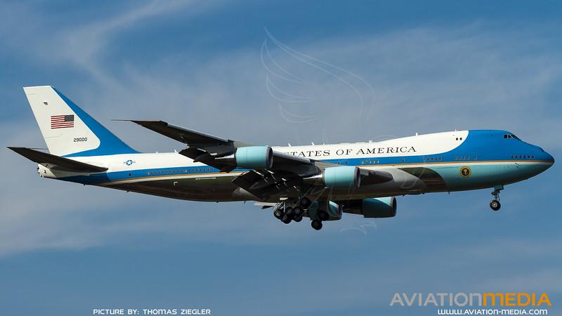 92-9000_USAF-89thAW-PAG-AF1_VC-25A.jpg