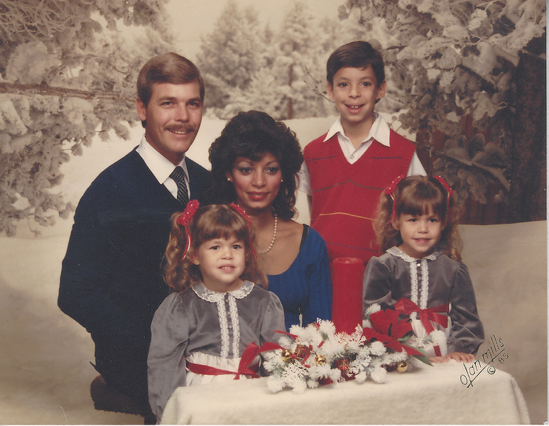 Barnes family christmas picture .png