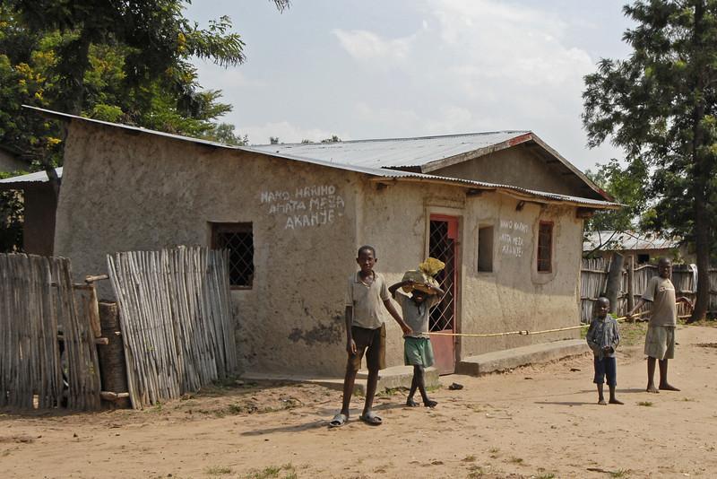 070104 3468-B Burundi - Bujumbura - Neighbourhood near Peace Village _E _L ~E ~L.JPG