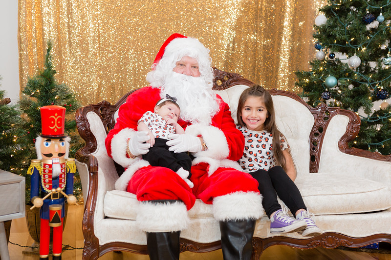 FADS Picture with Santa-292.jpg