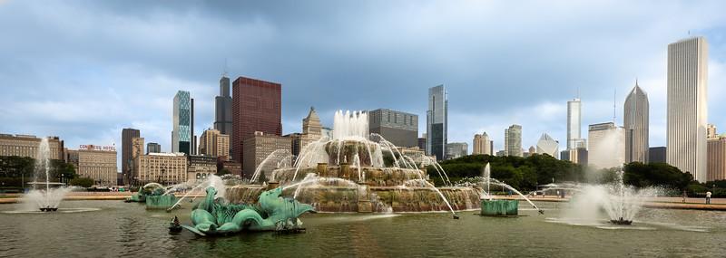 Buckingham Fountain - Chicago-2.jpg